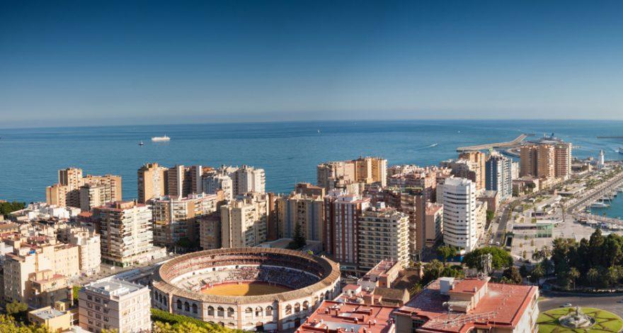Vista aérea de Málaga, se observa la Plaza de Toros y el Muelle Uno