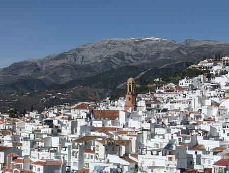 El mercado inmobiliario prospera en Málaga y sube la demanda en la Axarquía
