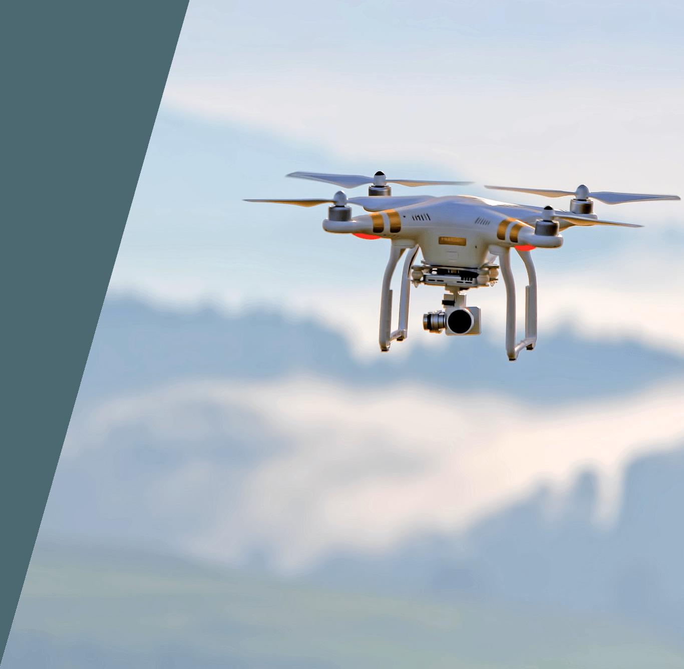 Dron volando y grabando con su cámara